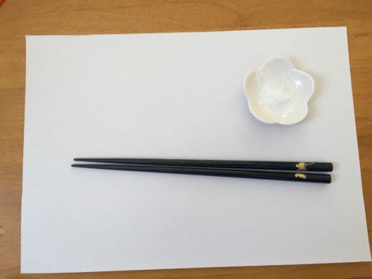 白い紙 古い箸 粗塩