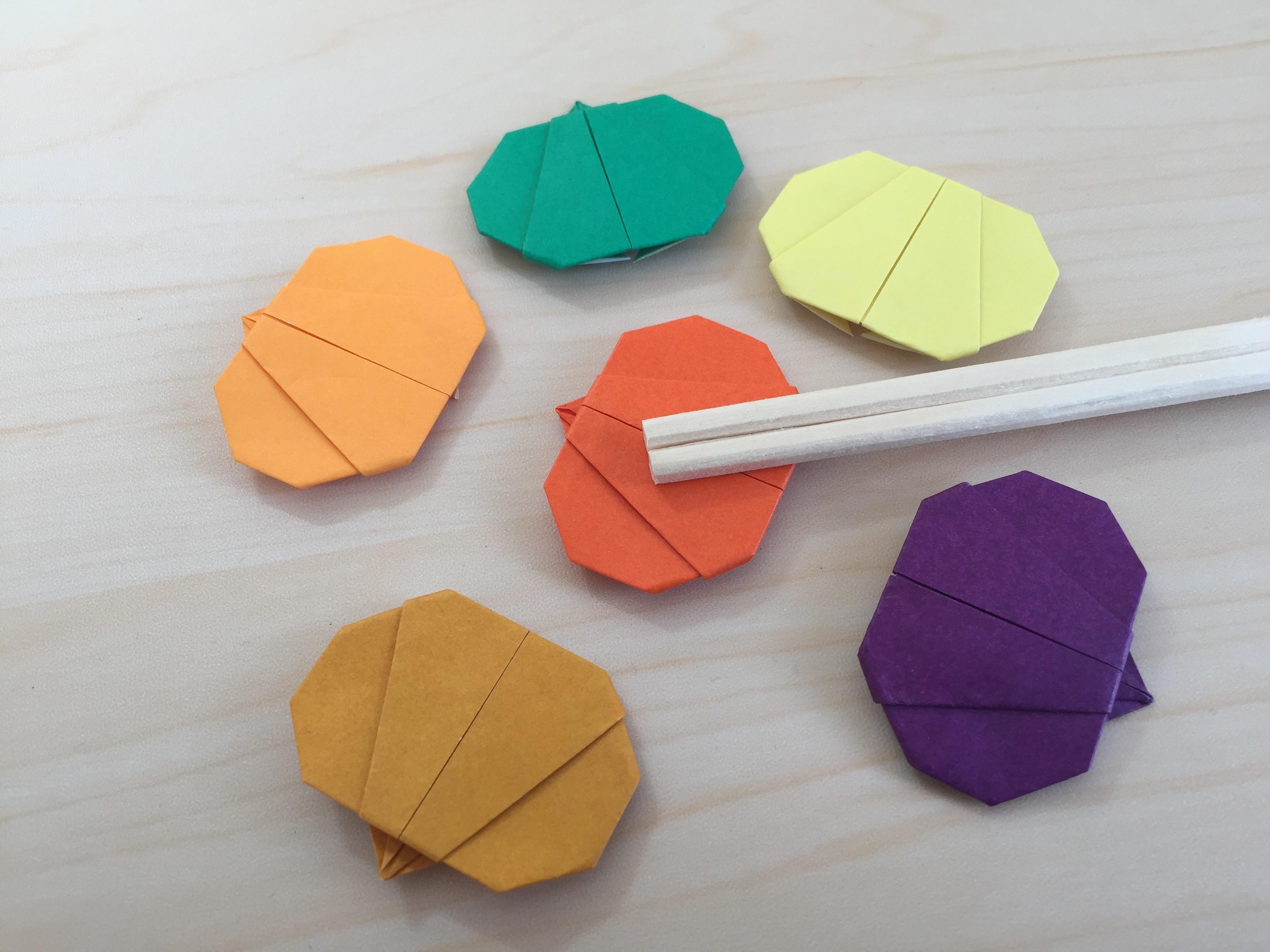 折り紙でかぼちゃの箸置き
