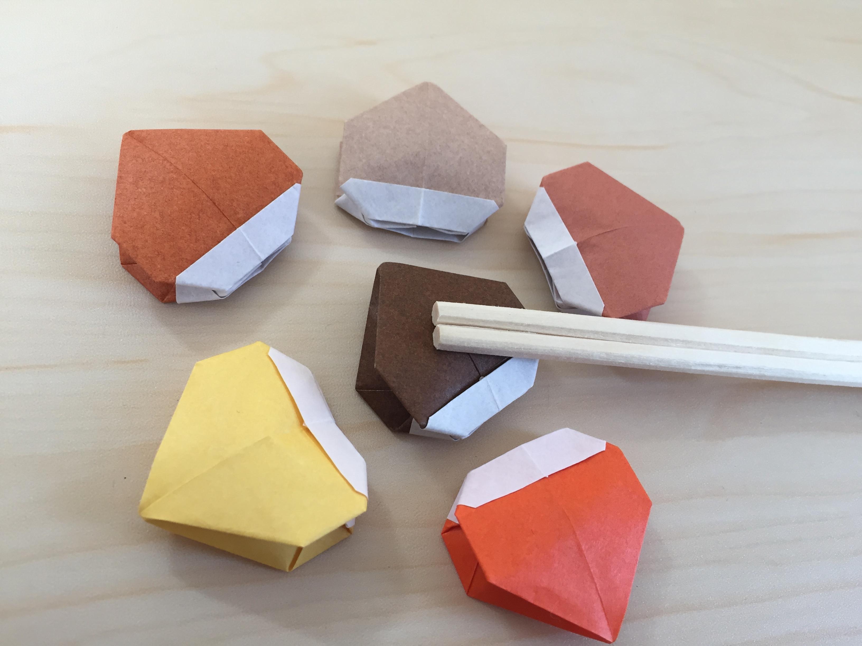 折り紙で栗の箸置き