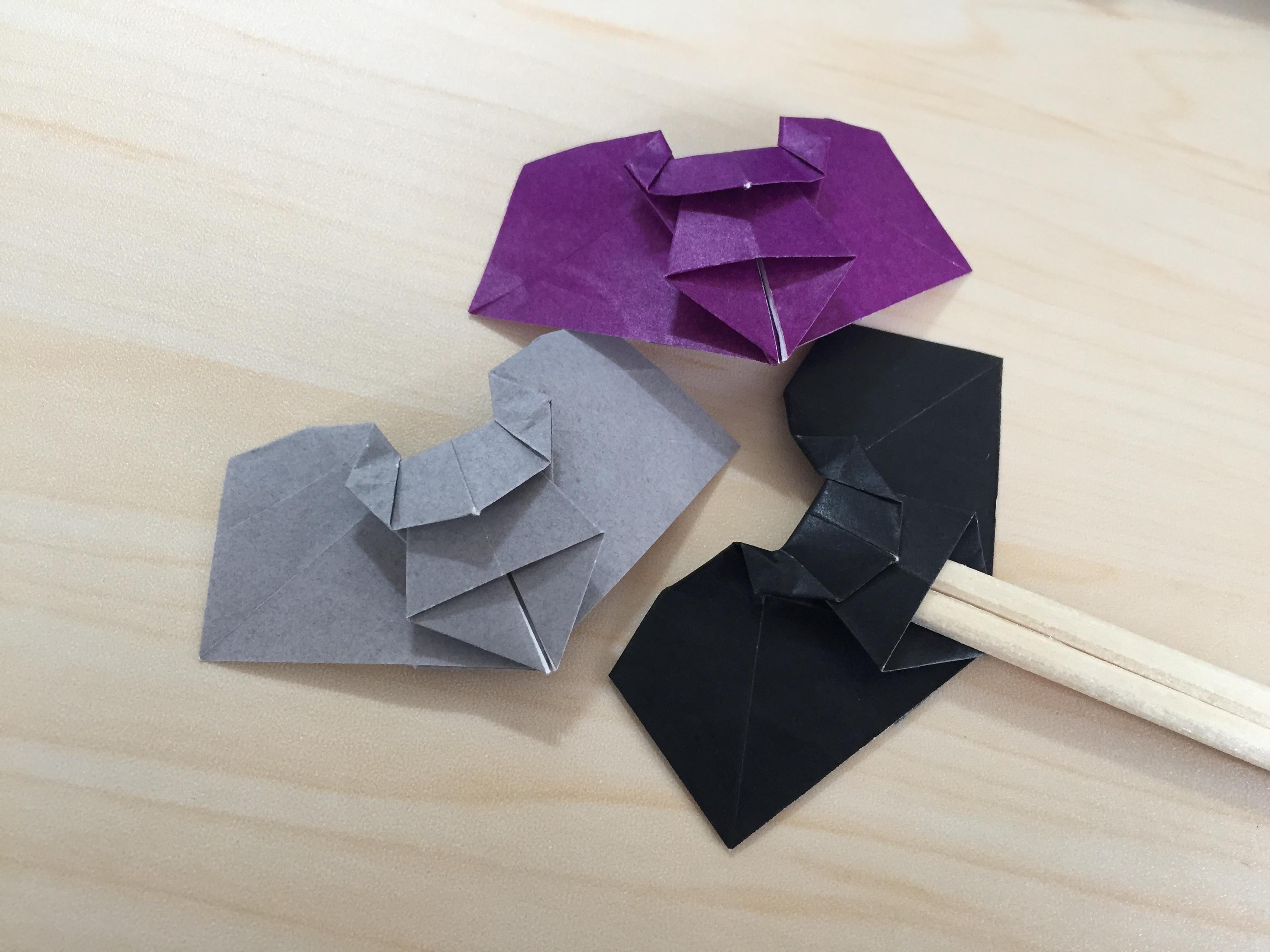 折り紙でこうもりの箸置き